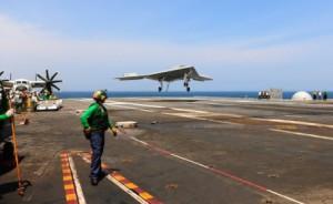 X 47 B : le drone le plus avancé est désormais capable de se ravitailler en vol ! (4/5/15)